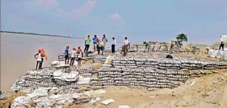 Flood in Bihar : शांत हुआ नारायणी का उफान, खतरे के निशान से 45 सेमी नीचे लौटी नदी, पटना से पहुंचे विशेषज्ञ