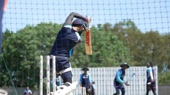 कोहली ने जडेजा की गेंद पर लगाया ऐसा गगनचुंबी छक्का कि देखते रह गये सारे खिलाड़ी, VIDEO हुआ वायरल