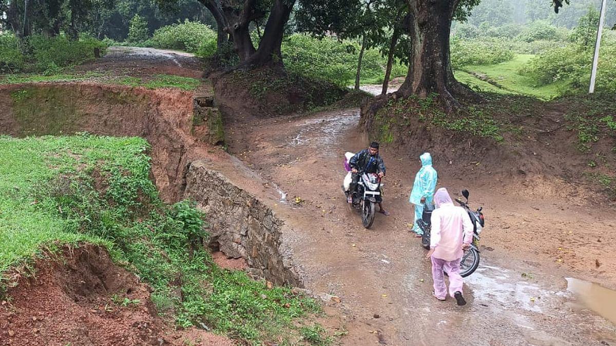 गुमला के रायडीह में 26 किमी सड़क जर्जर, 25 हजार की आबादी परेशान, सुध ले हेमंत सरकार