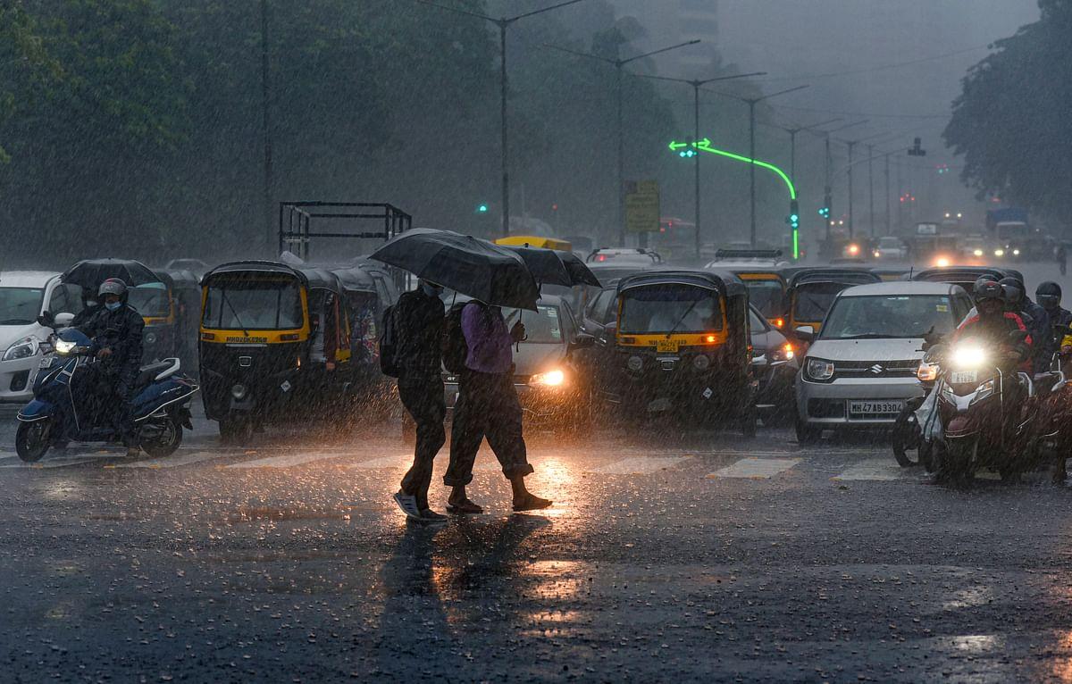 Weather Forecast Today UPDATES : अगले 48 घंटे में बिहार पहुंचेगा मानसून,पूरे प्रदेश में वज्रपात की आशंका, अगले दो घंटे में होगी यूपी और हरियाणा में बारिश