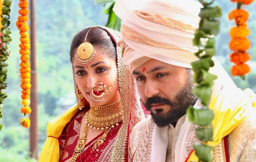 एयरपोर्ट पर दिखीं नई नवेली दुल्हन Yami Gautam, लाल चूड़ा पहने पति संग बेहद खूबसूरत अंदाज