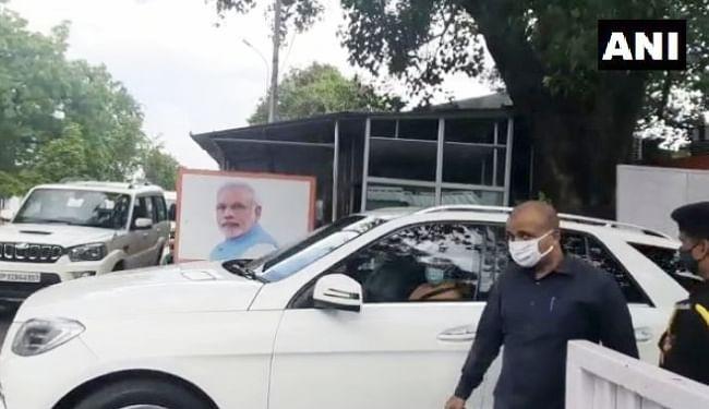 उपमुख्यमंत्री केशव प्रसाद मौर्य से करीब साढ़े चार साल बाद मुलाकात करने पहुंचे मुख्यमंत्री योगी आदित्यनाथ, सियासी पारा चढ़ा