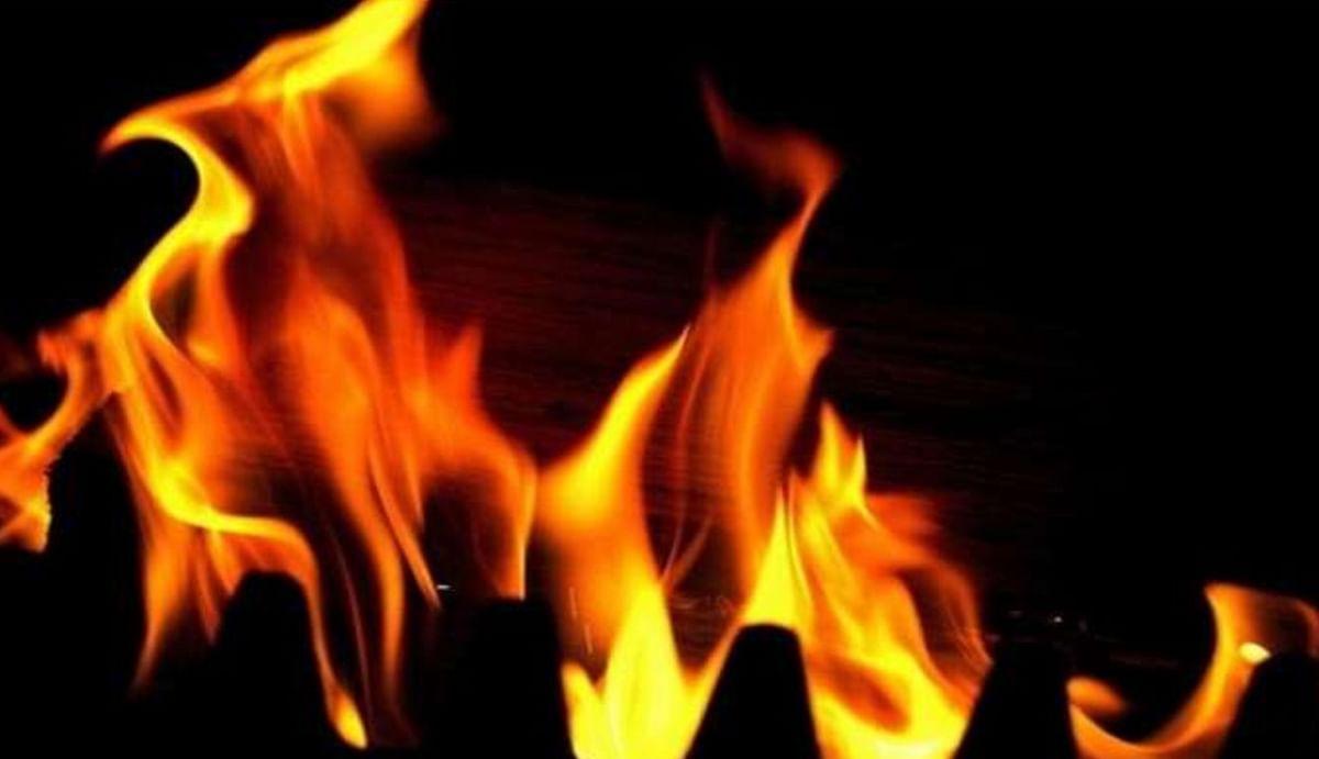 उत्तरी दिल्ली के मंगोलपुरी में गैस लीक होन से बिल्डिंग में लगी भयानक आग, हादसे में 13 लोग झुलसे, दो की हालत बेहद गंभीर