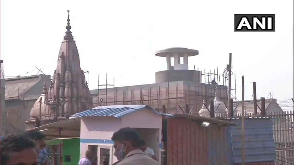 खुल गये काशी विश्वनाथ मंदिर के पट, भक्तों ने चढ़ाया भोलेनाथ को जल, लेकिन इसके लिए करना होगा इंतजार