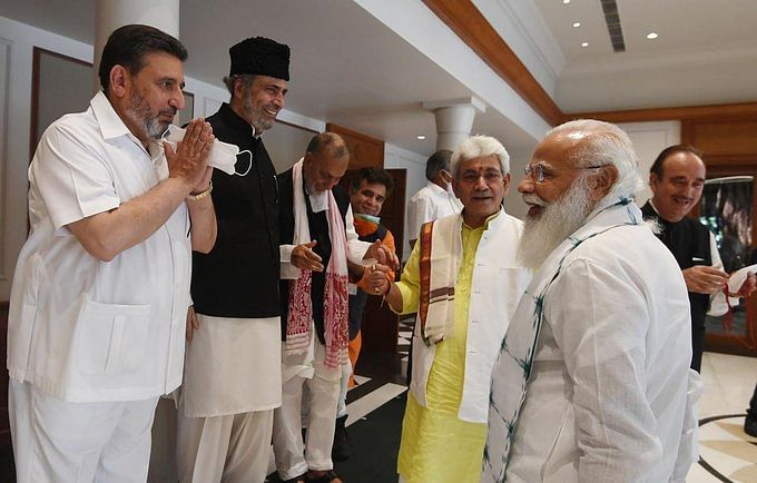 कश्मीरी नेताओं ने कहा-विश्वास के लिए जम्मू-कश्मीर को दें पूर्ण राज्य का दर्जा,पीएम मोदी ने बैठक में कहा-दिल की दूरी मिटाना जरूरी