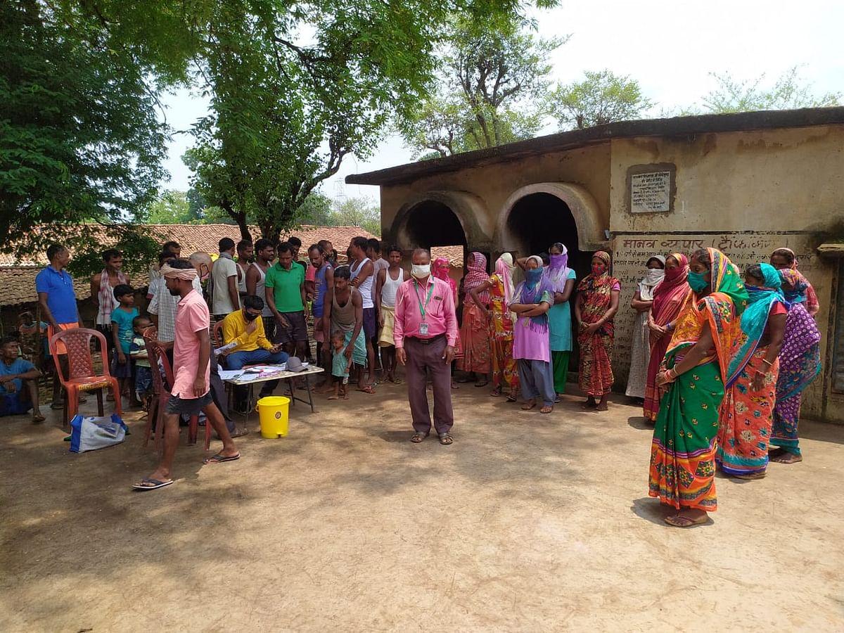 Corona Vaccination In Jharkhand : झारखंड के खूंटी जिले का एक गांव चुरदाग, जहां शत-प्रतिशत लोगों ने लगवाई वैक्सीन