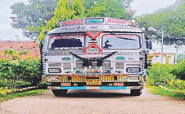 ट्रक से कालाबाजारी के लिए ले जा रहा 391 बोरी सरकारी चावल जब्त, पुलिस ने देर रात की कार्रवाई
