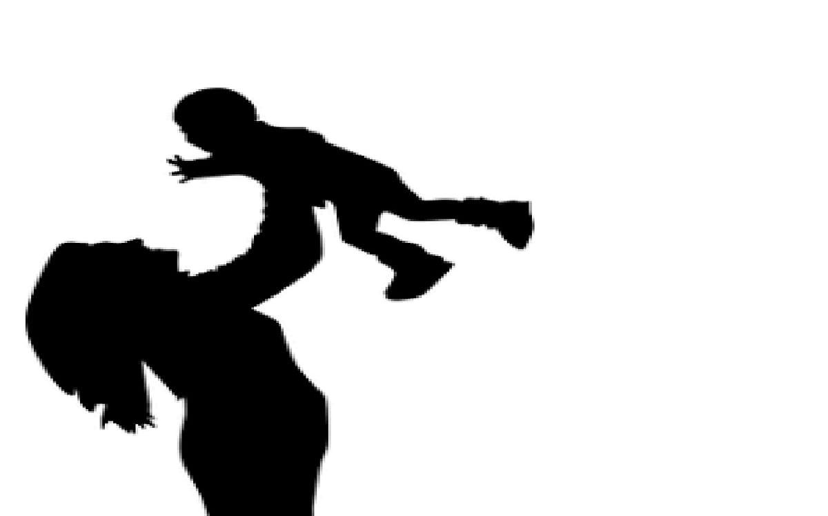 दारू पार्टी के लिए मां ने बच्चों को किया कमरे में चार दिनों तक बंद, 11 महीने के बच्चे की भूख से तड़पकर हो गयी मौत