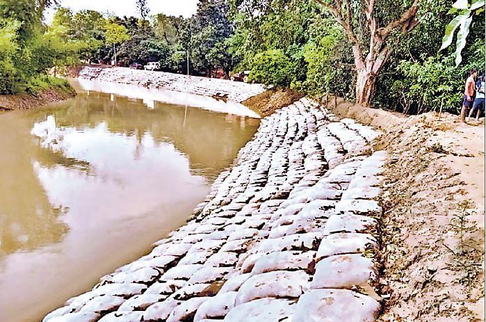 Bihar Flood Update: दरभंगा के लिए नदियों का वरदान ही बना अभिशाप, दर्जनों गांव में बाढ़ मचायेगी तबाही, तटबंध बदहाल