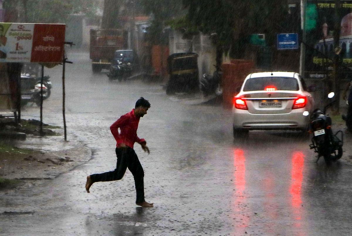 Weather Forecast Today LIVE Updates : दिल्ली में भारी बारिश, बिहार में पटना सहित 11 जिलों में रेड अलर्ट जारी, झारखंड में अगले सात दिन तक होगी झमाझम बारिश, जानें अपने इलाके के मौसम का हाल