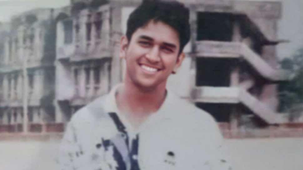 CSK ने शेयर की Dhoni संग साथी खिलाड़ियों की बरसों पुरानी तस्वीर, माही को देख येलो आर्मी के फैंस ने लिखा 'हमारा सुपर हीरो'
