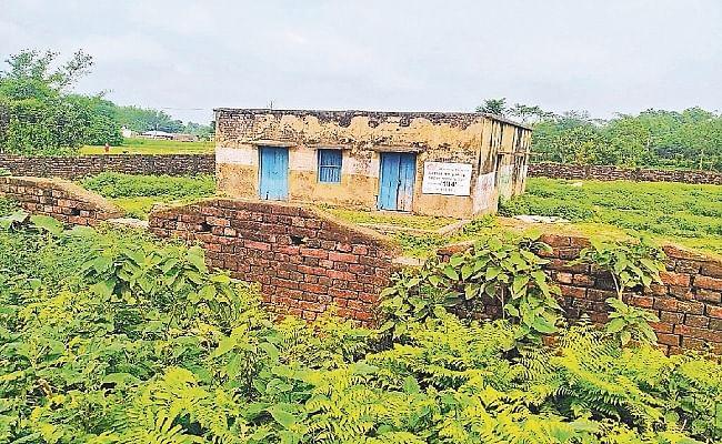 Bihar News: 1982 में निर्मित अस्पताल में अब रखा जाने लगा जलावन, कागजों पर ही होता है अब सारा इलाज, जानें हकीकत...