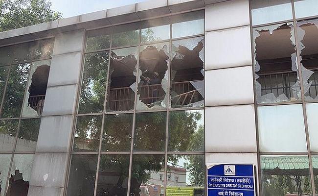दिल्ली में सफदरजंग एयरपोर्ट पर आईटी बिल्डिंग में लगी आग, किसी के हताहत होने की खबर नहीं