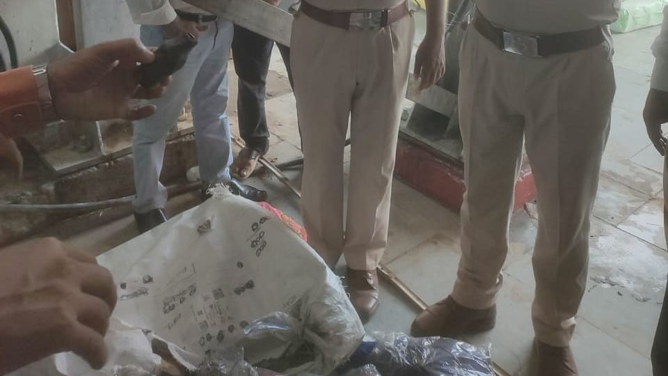 बिहार समाचार: सिकंदराबाद से दरभंगा भेजा जा रहा विस्फोटक, जंक्शन पर पार्सल की जांच के दौरान खुलासा
