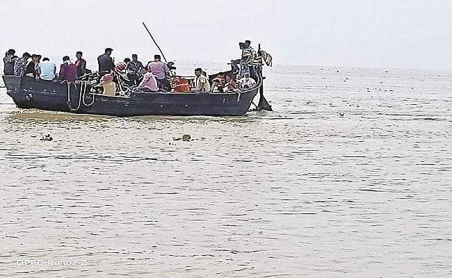 Bihar Flood: गंगा, कोसी, महानंंदा और बरंडी नदी में उफान से निचले इलाके में फैली तबाही, तटबंधो पर बन रहा दबाव