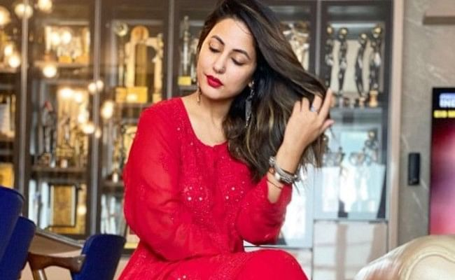Naagin fame Hina Khan shared her photos in red outfit