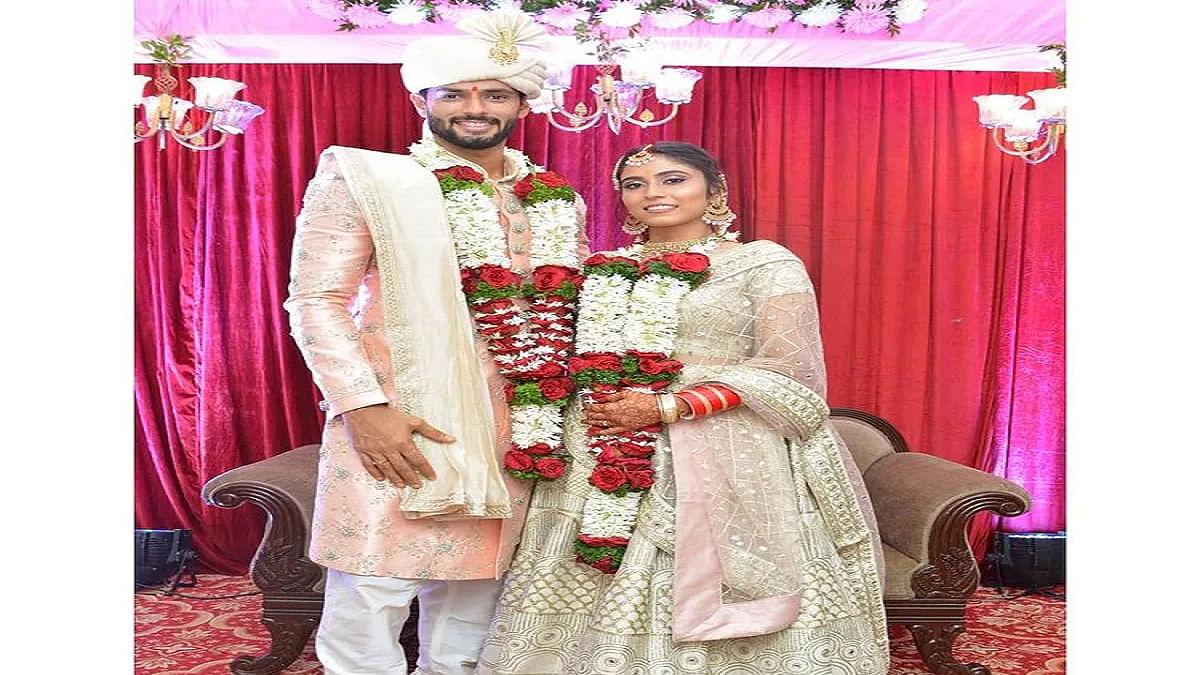 भारतीय ऑलराउंडर शिवम दुबे ने गर्लफ्रेंड अजुम खान से की शादी, मुस्लिम रिवाज से निभाई रस्में, तसवीरें वायरल