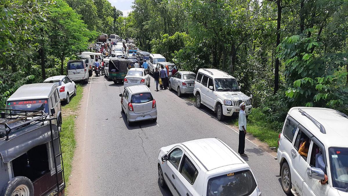 Jharkhand News : मां छिन्नमस्तिके मंदिर में श्रद्धालुओं की उमड़ी भीड़ से दो किमी तक लगी वाहनों की लंबी कतार.