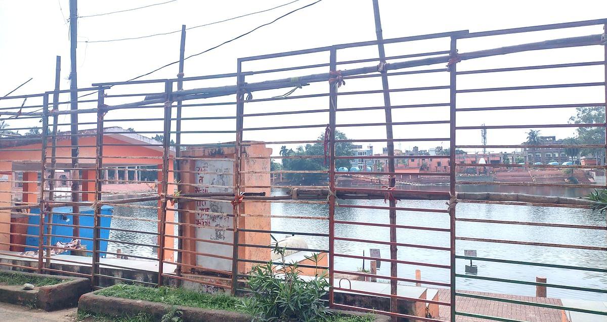 कोरोना संकट में बाबा मंदिर के दरवाजे बंद, शिव गंगा घाट खाली, सावन के पहले दिन नहीं गूंज रही शिव धुन