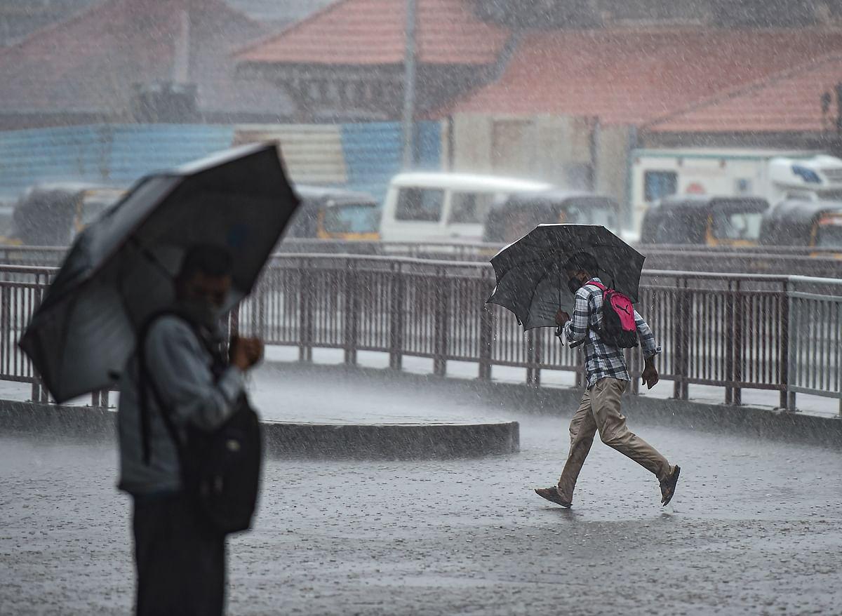 Weather Forecast LIVE: उत्तर प्रदेश में हल्की से मध्यम बारिश, सीएम ने रत्नागिरी में अधिकारियों के साथ बैठक की