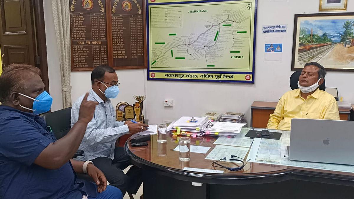 Indian Railways News : DRM से मिले चक्रधरपुर और जुगसलाई विधायक, अंडर पास की तकनीकी स्वीकृति की मांग