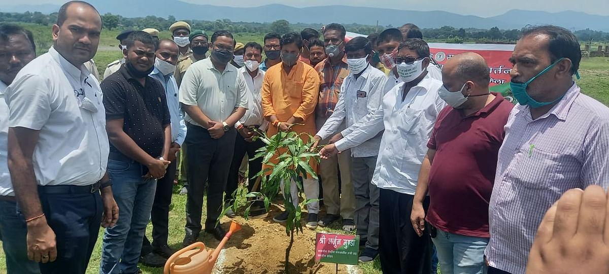 केंद्रीय मंत्री अर्जुन मुंडा ने वन महोत्सव का किया ऑनलाइन उदघाटन, बोले-जीवन के लिए जरूरी है पर्यावरण संतुलन