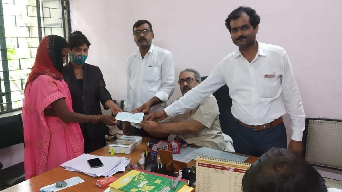 स्थायी लोक अदालत ने गढ़वा में 11 निवेशकों का पैसा दिलाया वापस, ग्रामीणों में खुशी