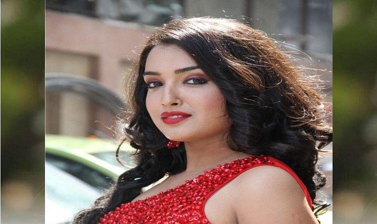 Amrapali Dubey looks glamorous from saree to western outfit
