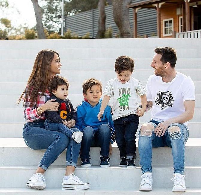 Messi Lifestyle : गोल्ड फोन से लेकर प्राइवेट जेट तक ऐसी शानदार चीजों के मालिक हैं मेस्सी, जीते हैं लग्जरी लाइफ