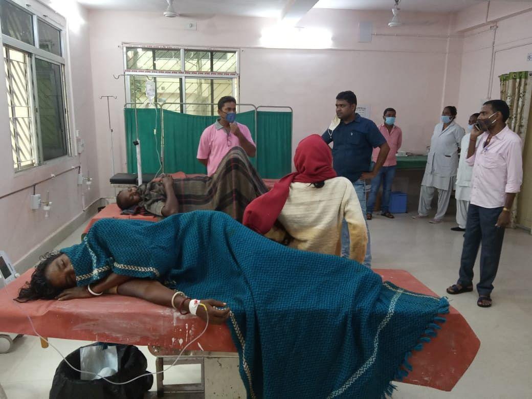 झारखंड में मूसलाधार बारिश से गिरा खपरैल घर, दो भाइयों की मौत, घायल मां-पिता का चल रहा इलाज, मां की हालत नाजुक