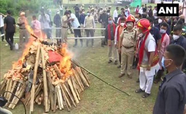 असम के सीएम हेमंता बिस्वा ने ड्रग्स के खिलाफ जीरो टॉलरेंस का संदेश दिया, जब्त किए गए नशीले पदार्थों को जलाया