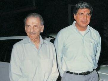 Ratan Tata ने अपने गुरु JRD Tata की जयंती पर शेयर की खास तस्वीर, Tata Motors से है कनेक्शन