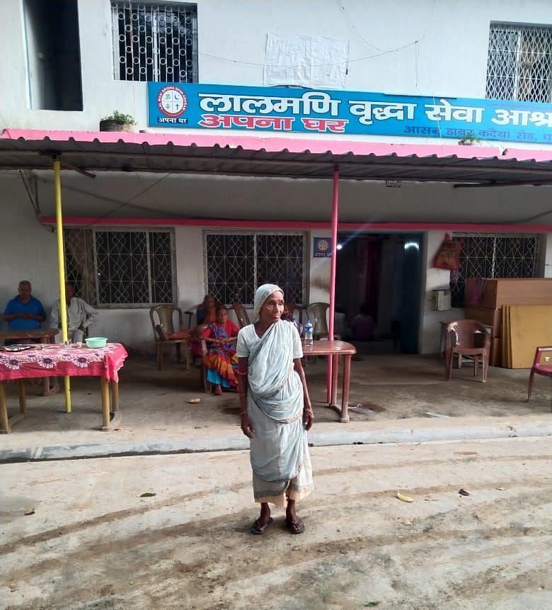 झारखंड में बेटे की प्रताड़ना से तंग 78 वर्षीया बुजुर्ग मां पहुंची वृद्धाश्रम, ये है पीड़ा