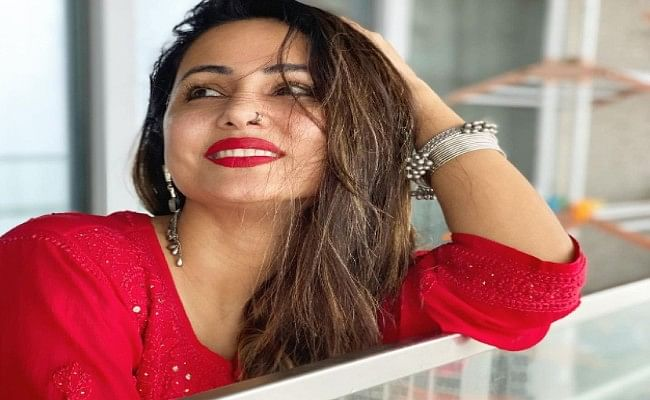 Hina Khan looking gorgeous in red suit, photos gets viral