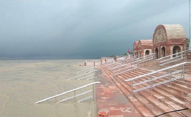 Bihar Flood: बिहार की आठ नदियां लाल निशान के पार, भारी बारिश से सूबे में गहराया बाढ़ का संकट