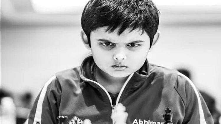 छोटे मोहरों से बड़े कारनामे करने वाले अभिमन्यु की कहानी, बेटे के लिए जब पिता ने माना ये अंधविश्वास