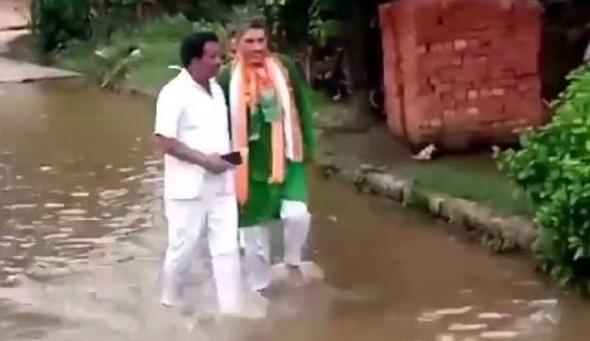 UP NEWS:  भाजपा विधायक पर फूटा लोगों का गुस्सा, हाथ पकड़कर उतार दिया ठेहुने भर पानी में,  देखें VIDEO
