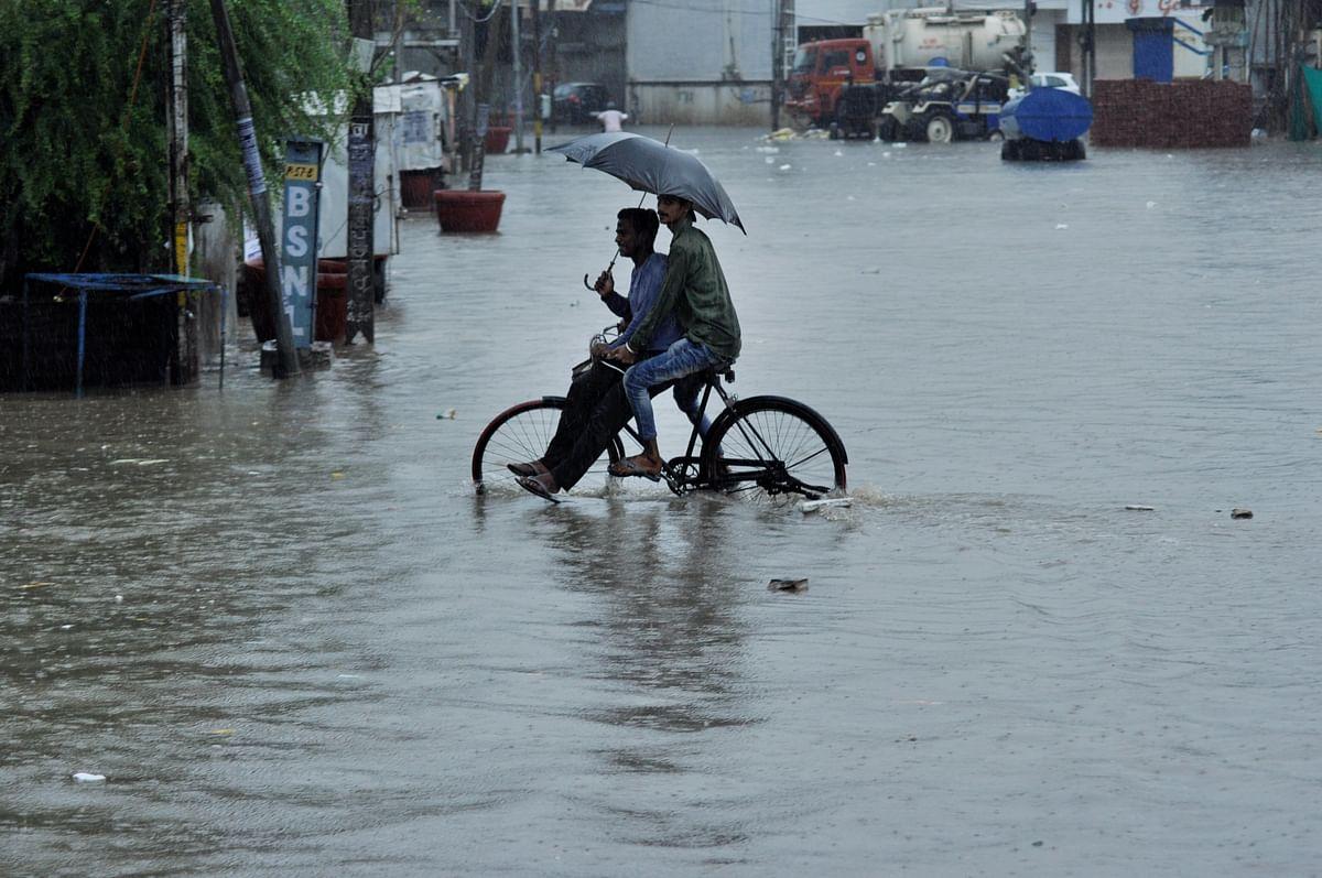 Weather Forecast LIVE: झारखंड-बिहार-बंगाल में भारी बारिश, यमुना में जल स्तर 'खतरे के निशान' के पार, अलर्ट जारी