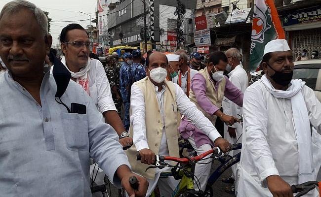 VIDEO: सरकार के खिलाफ पटना की सड़कों पर उतरी कांग्रेस, महंगाई के विरोध में निकाला साईकिल मार्च