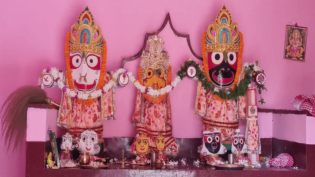 Jharkhand News : हरिभंजा के गुंडिचा मंदिर में बिराजमान प्रभु जगन्नथ, बलभद्र व देवी सुभद्रा.