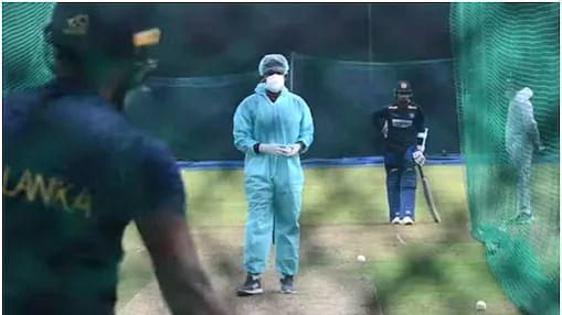 India vs Sri Lanka: PPE किट, मास्क और ग्लव्स पहनकर टीम को प्रैक्टिस करा रहे हैं श्रीलंकाई कोच, वीडियो वायरल