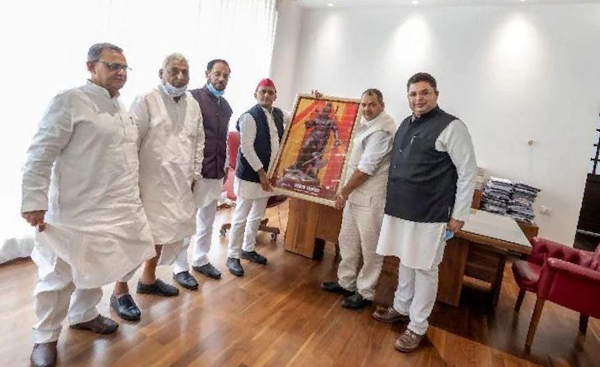 UP Chunav 2022: बसपा के बाद अब सपा अगड़ों को साधने में जुटी, पूरे प्रदेश में करेगी ब्राह्मण सम्मेलन