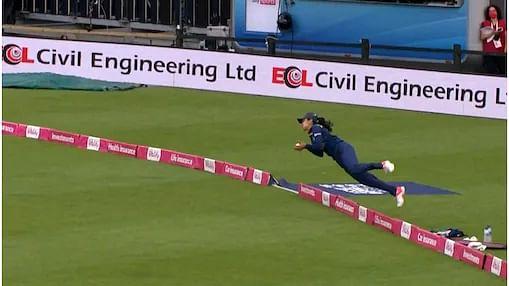 मैच में 'सुपरवुमेन' बनी हरलीन, पकड़ा क्रिकेट की दुनिया का सबसे शानदार कैच, वीडियो ने सोशल मीडिया पर मचाया बवाल
