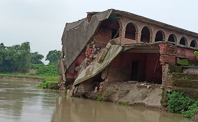 Bihar Flood: कोसी- सीमांचल में बाढ़ ने मचायी तबाही, नदी में विलीन हुए मस्जिद और स्कूल, गावों में घुसा पानी