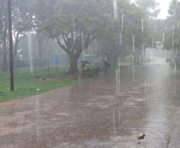 बदला मौसम का मिजाज, झारखंड के पलामू में मूसलाधार बारिश, चतरा में वज्रपात से पति की मौत, पत्नी हुई घायल