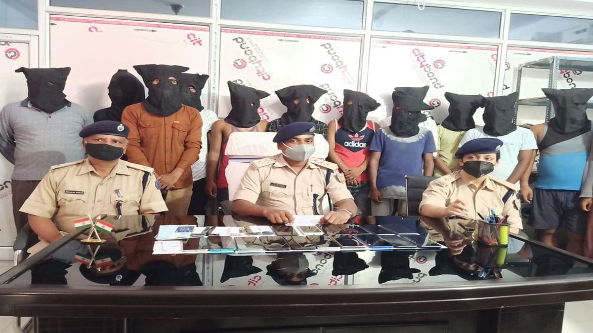 कैशबैक का लालच देकर साइबर क्रिमिनल कर रहे ठगी, देवघर की साइबर पुलिस ने 15 आरोपियों को किया गिरफ्तार