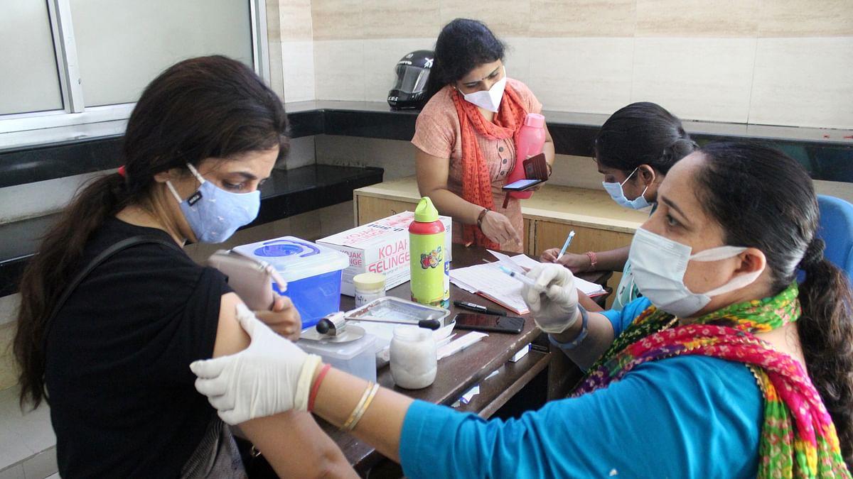 देश में कोरोना टीकाकरण की रफ्तार पड़ी धीमी, जुलाई के लक्ष्य से अब भी 3.5 करोड़ डोज दूर है भारत
