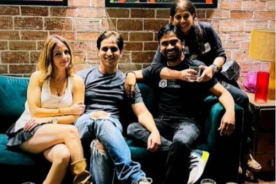 Sussanne Khan रूमर्ड बॉयफ्रेंड अर्सलान संग पार्टी करतीं नजर आईं, ऋतिक रोशन की एक्स वाईफ की तसवीरें वायरल
