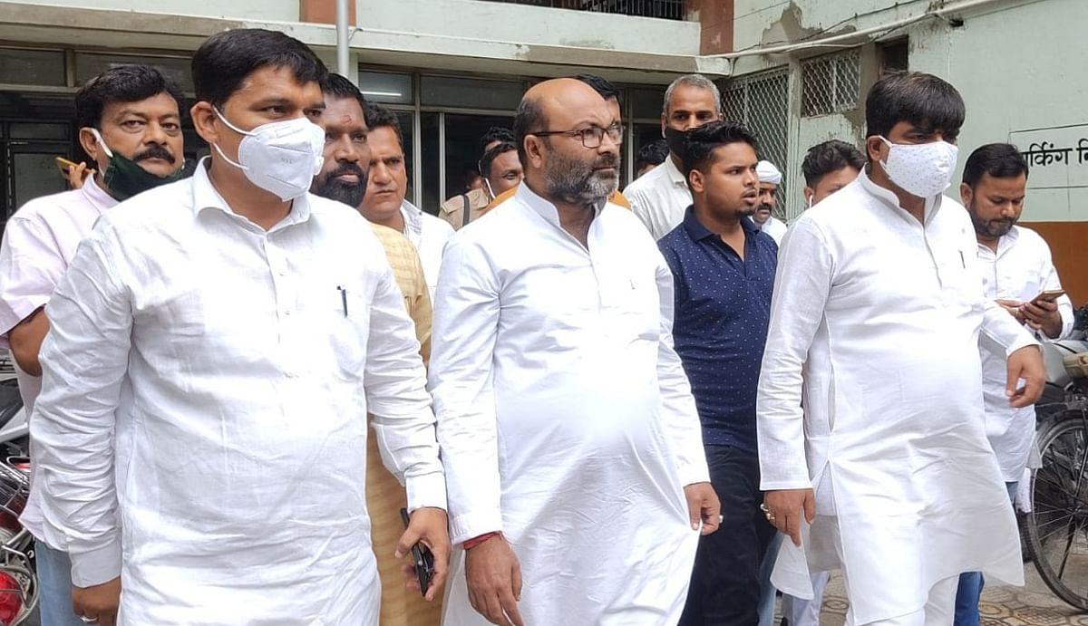 पेगासस मामले में प्रदर्शन कर रहे यूपी कांग्रेस प्रमुख अजय लल्लू गिरफ्तार, पुलिस से झड़प के बाद की गई कार्रवाई