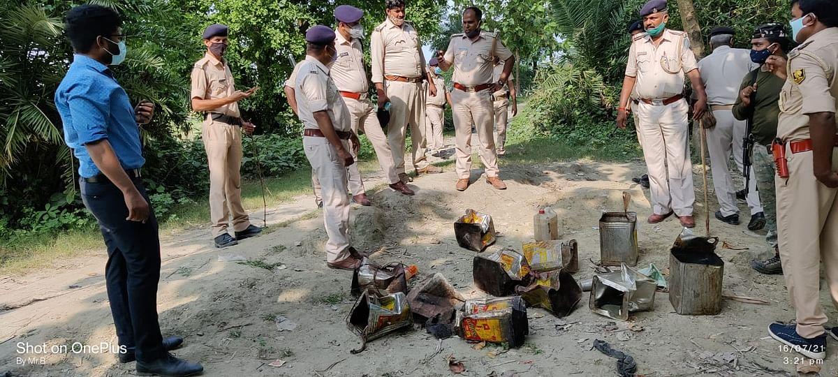 बेतिया में 16 लोगों की मौत के बाद एक्शन में बिहार पुलिस, बगहा में छापेमारी कर 3700 लीटर कच्ची शाराब की बरामद